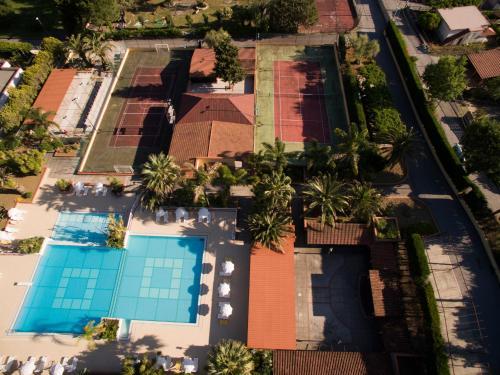 Vista sulla piscina di Residence Trivento o su una piscina nei dintorni