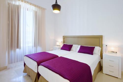 Cama o camas de una habitación en Bibo Suites Gran Vía