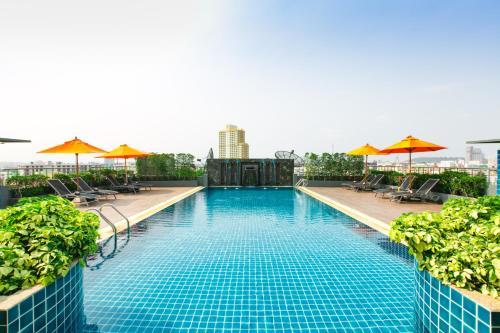 Бассейн в Adelphi Pattaya или поблизости