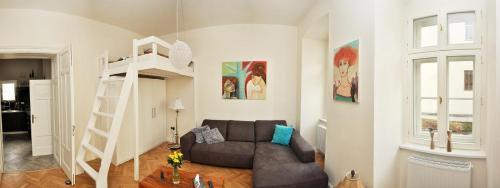 A seating area at Luxury Apartment Novobranska