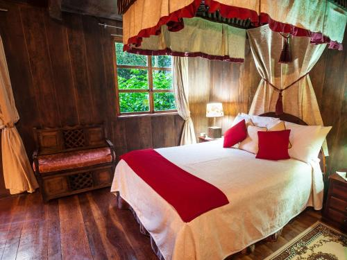 A bed or beds in a room at El Septimo Paraiso