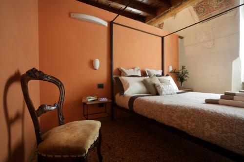 A bed or beds in a room at Residenza Roccamaggiore