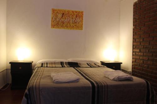 Una cama o camas en una habitación de Hostel Foster Rosario