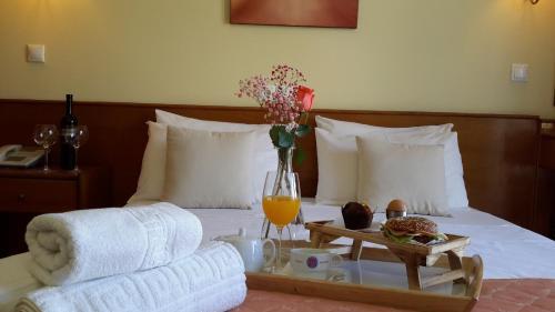 Letto o letti in una camera di Mitzithras Hotel