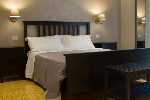 A bed or beds in a room at B&B I Propilei di San Girolamo