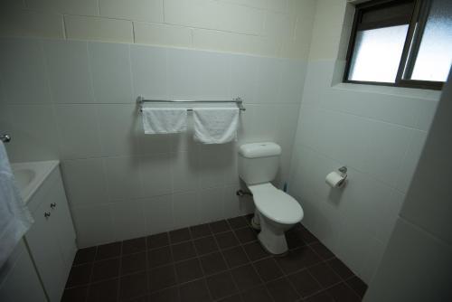 A bathroom at Settlers Inn