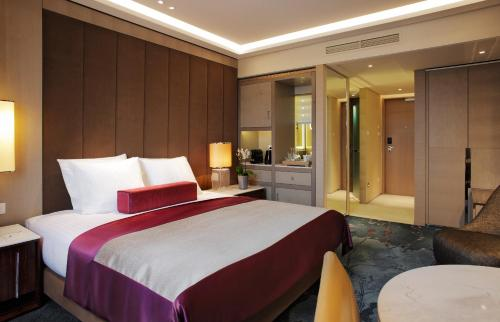 A bed or beds in a room at Tangla Hotel Brussels