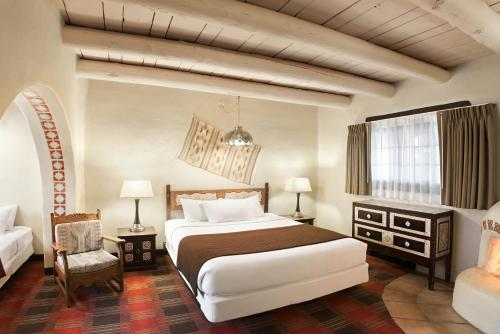 A bed or beds in a room at Sagebrush Inn & Suites