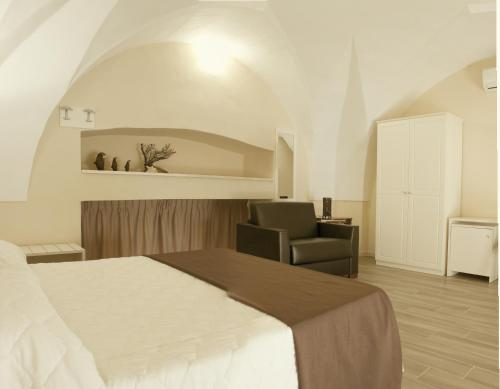 A bed or beds in a room at Faro Bianco Gallipoli - Suites & Apartments