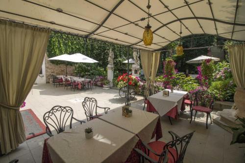 Restaurant ou autre lieu de restauration dans l'établissement Hotel Palazzo Abadessa