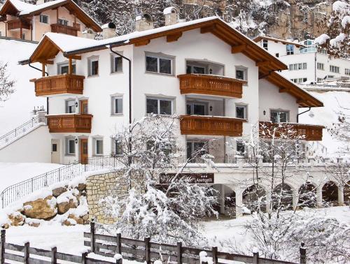 Villa Otto during the winter