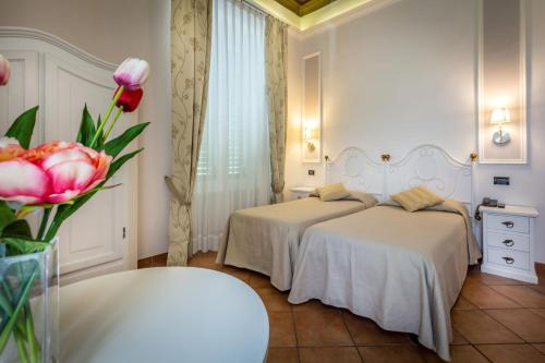 A bed or beds in a room at Hotel Ferrucci