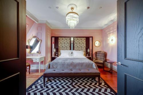 Кровать или кровати в номере DOM Boutique Hotel by Authentic Hotels