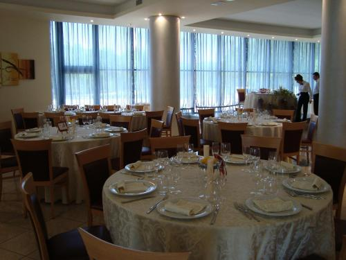 A restaurant or other place to eat at Hotel Le Ginestre