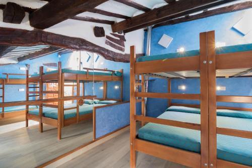 A bunk bed or bunk beds in a room at Albergue Cuatro Cantones (Exclusivo para Peregrinos)