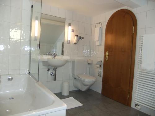 Ein Badezimmer in der Unterkunft Hotel Hecht Appenzell