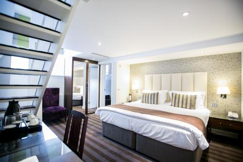 A bed or beds in a room at The Pillar Hotel