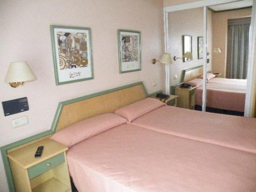 A bed or beds in a room at Puente Romano
