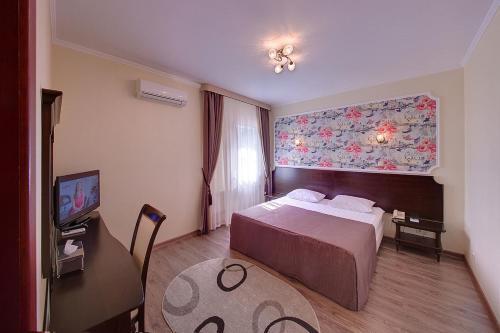 Кровать или кровати в номере Загородный клуб Айвенго Гостиница Джунгли