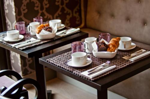 Breakfast options available to guests at The Hide London