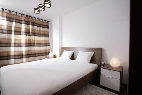 A bed or beds in a room at Lux Apartments