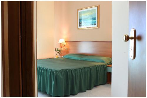 Un ou plusieurs lits dans un hébergement de l'établissement Hotel Iside