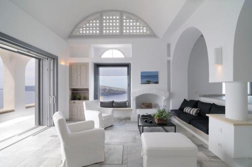 A seating area at Beautiful Oia Villa