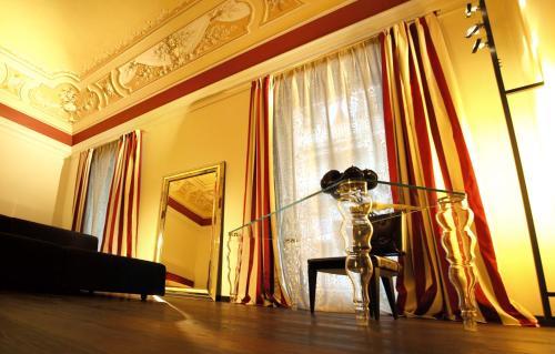 TV o dispositivi per l'intrattenimento presso Hotel Romano House