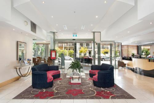 The lobby or reception area at Melbourne Metropole Central