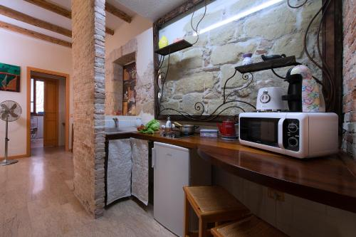 A kitchen or kitchenette at Casa Stampaxi