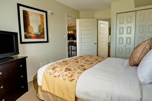 A bed or beds in a room at Clearwater Residence Hotel Timberlea