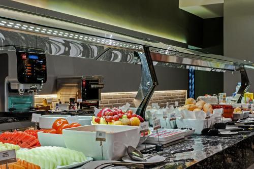 Um restaurante ou outro lugar para comer em Hotel Atlantico Prime