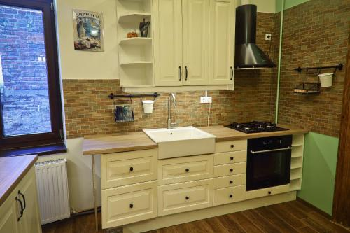 A kitchen or kitchenette at Arina Apartments 2