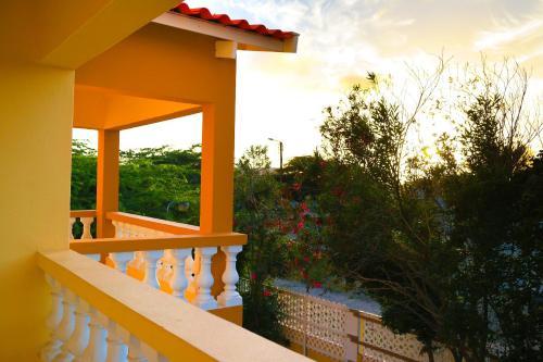 Een balkon of terras bij Coconut Inn