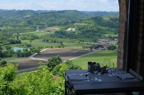Coffee and tea-making facilities at Castello di Gabiano