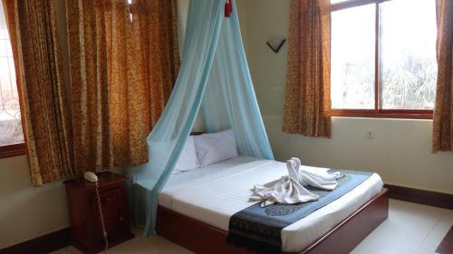 Cama o camas de una habitación en Golden Noura Villa-Pub & Restaurant