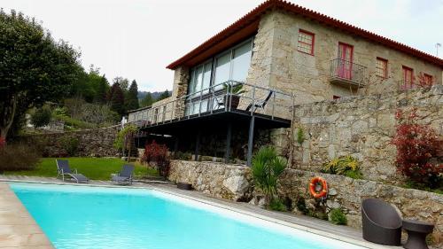 The swimming pool at or near Quinta de Padreiro
