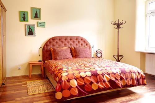 Łóżko lub łóżka w pokoju w obiekcie Lovely Funky Flat near Royal Park