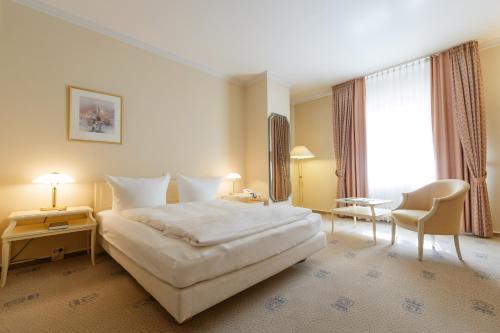 Ein Bett oder Betten in einem Zimmer der Unterkunft Hotel Erbprinz