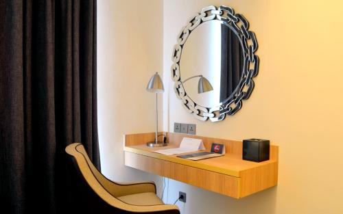A bathroom at Louis Kienne Hotel Simpang Lima