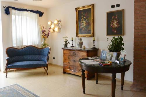 A seating area at Hotel Ristorante Italia