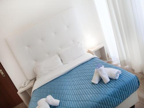 A bed or beds in a room at Hotel Riviera Mare