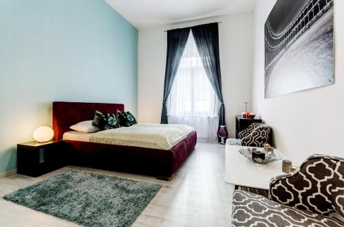 A bed or beds in a room at Central Stylish Apartments