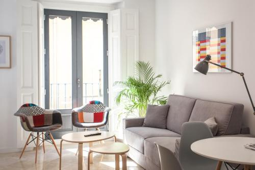 A seating area at Malasaña Central Suites