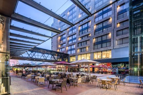 A restaurant or other place to eat at TRYP By Wyndham Bogota Embajada