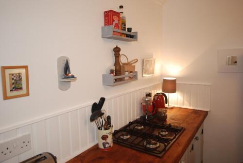 A kitchen or kitchenette at Tigín Tuí