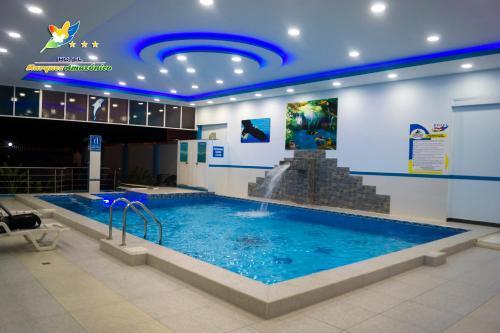 Бассейн в Hotel Marques Amazonico или поблизости