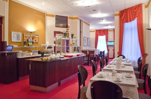 Ein Restaurant oder anderes Speiselokal in der Unterkunft Hotel Polo am ZOB