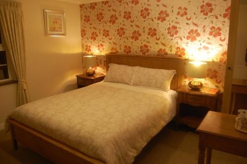 A bed or beds in a room at The Mountain Inn