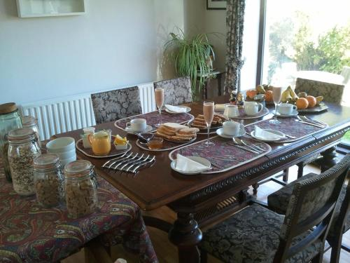 Breakfast options available to guests at The Stone House B&B